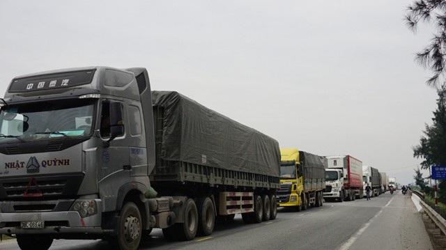 Tuyến đường tránh quốc lộ 1A ách tắc kéo dài sau khi vụ tai nạn xảy ra