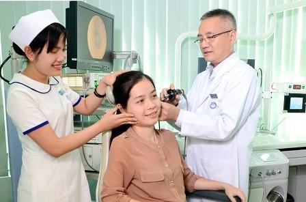 Bệnh nhân đến thăm khám, điều trị tại Bệnh viện Tai Mũi Họng Sài Gòn