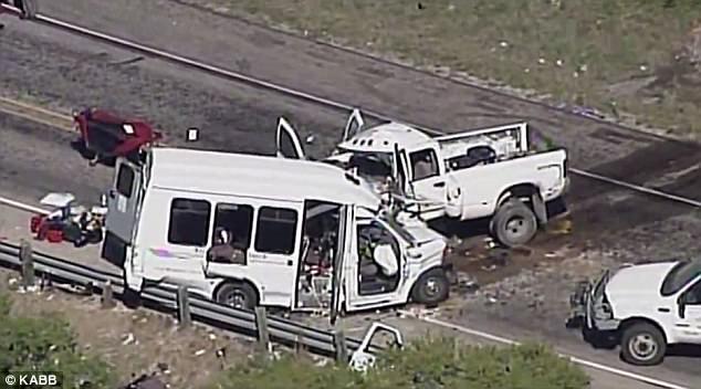 Vụ tai nạn xảy ra trên đường cao tốc 2 chiều và tài xế xe tải được cho là đã vượt làn (Ảnh: KABB)