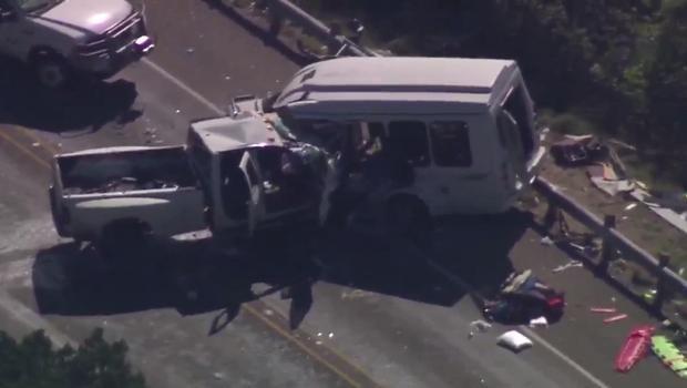 Vụ tai nạn khiến ít nhất 12 người chết và 3 người khác bị thương. (Ảnh: KENS-TV)