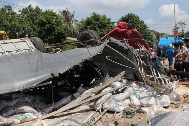 Vụ tai nạn giao thông xe tải tông xe khách khiến 45 người thương vong.