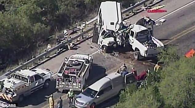 12 trong tổng số 14 người trên xe buýt đã tử vong trong vụ tai nạn (Ảnh: KABB)