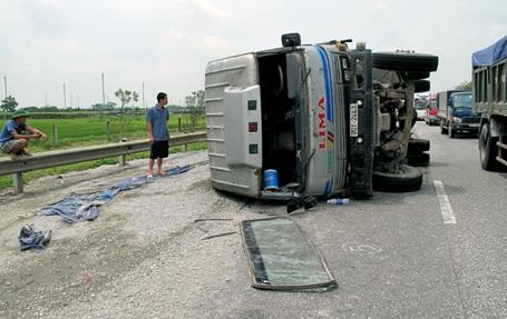 Một vụ tai nạn trên cao tốc Pháp Vân - Cầu Giẽ
