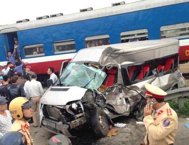 Hiện trường vụ tai nạn đường sắt xảy ra ở Nam Định chiều 4/2 (ảnh: Đức Văn)