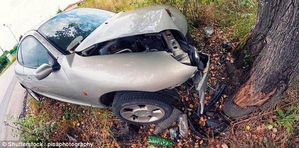 Chiếc xe bị hư hỏng nghiêm trọng sau vụ tai nạn