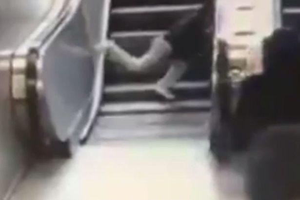 Kinh hoàng clip cậu bé gặp nạn khi đùa nghịch trên thang máy - 3
