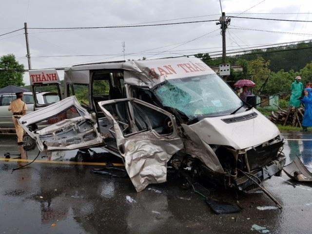 Vụ tai nạn nghiêm trọng khiến 14 người thương vong, hàng loạt nhân viên y tế, người dân cấp cứu người bị nạn có nguy cơ phơi nhiễm HIV.