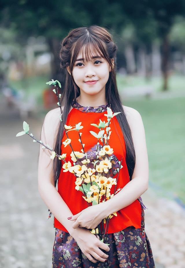 Cô giáo Thanh Tâm trẻ đẹp như học sinh cấp 3