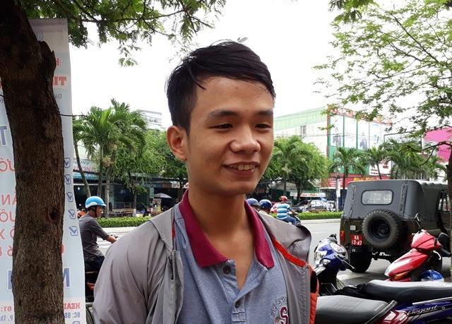 Thí sinh Bùi Tấn Hào cho biết, bài thi môn Anh văn em chắc chắn đạt điểm 8. (Ảnh: Phạm Tâm)