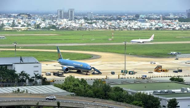 2 tháng trước, Thủ tướng đã yêu cầu mời tư vấn nước ngoài tham gia nghiên cứu hướng mở rộng sân bay Tân Sơn Nhất với việc làm đường băng thứ 3 tại đây.