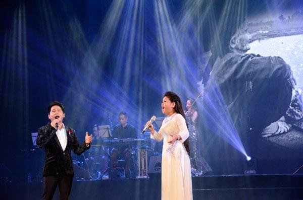 Ca sĩ Trọng Tấn- Anh Thơ gây xúc động với khán giả khi hát song ca ca khúc Mẹ tôi.
