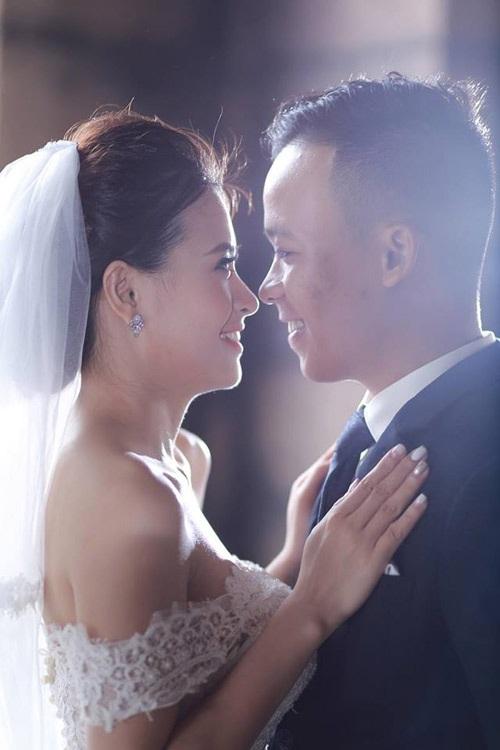 Hải Nam cho hay, Thủy Ánh là một người vợ tâm lý, rất hiền lành và biết cách chiều chồng