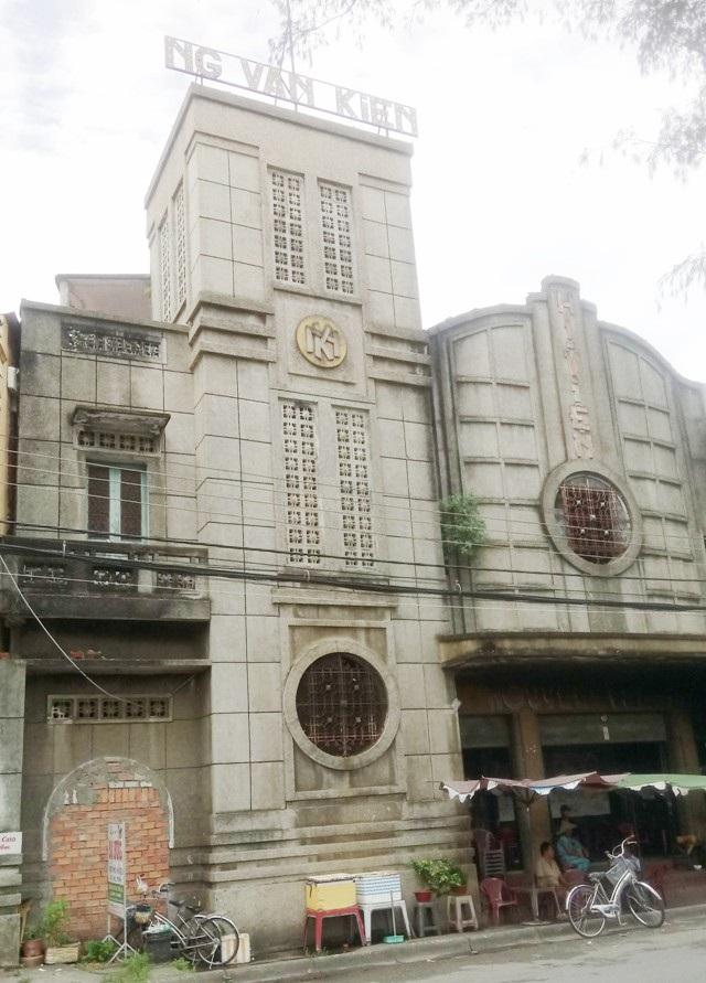 Rạp hát Nguyễn Văn Kiển, tài sản có liên quan đến vụ việc.