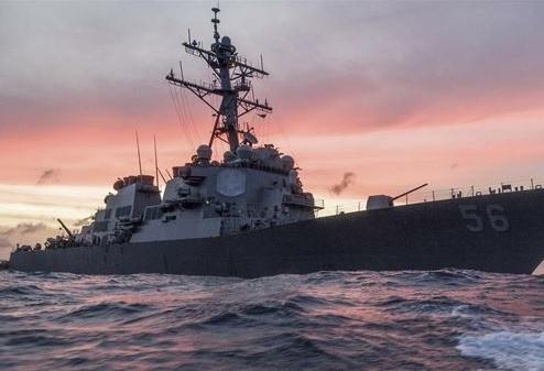 Tàu khu trục mang tên lửa dẫn đường USS John S. McCain (Ảnh: BNO)