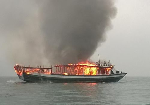 Liên tục xảy ra cháy tàu khiến du khách lo lắng về an toàn khi đến Vịnh Hạ Long (ảnh CTV)