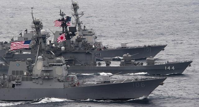 Các tàu hải quân của Mỹ và Nhật Bản diễn tập chung (Ảnh: Sputnik)