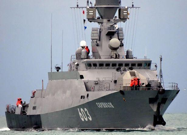 Tàu chiến Serpukhov 603 của Hải quân Nga được nhìn thấy tại vùng biển Baltic. (Ảnh: Mirror)