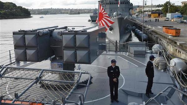 Tàu khu trục lớp Asagiri JDS Umigiri của Nhật Bản neo đậu tại căn cứ hải quân Sydney hồi tháng 4/2016 (Ảnh: AFP)