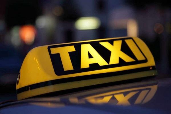Tài xế taxi chạy quá tốc độ chỉ vì hành khách liên tục... xì hơi (Ảnh minh họa)
