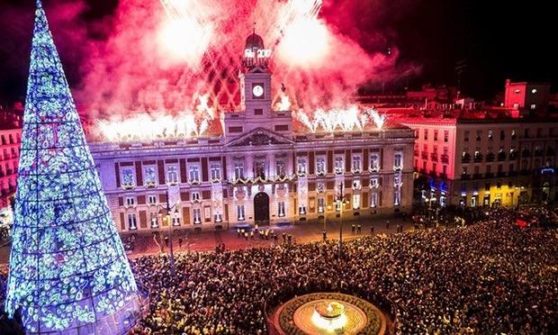 Thủ đô Madrid, Tây Ban Nha đón năm mới 2017 (Ảnh: EPA)