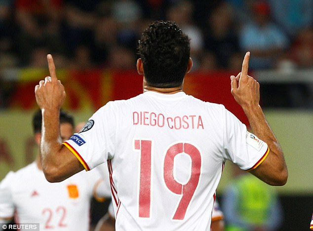 Người lập công là tiền đạo Diego Costa
