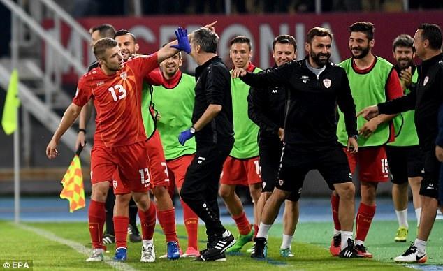 Ristovski ăn mừng bàn thắng cho Macedonia ở phút 66