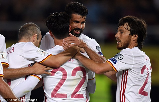Tây Ban Nha ép sân và không mất nhiều thời gian để tạo nên khác biệt