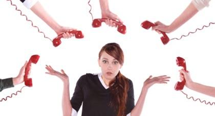 Nhiều người tiêu dùng than phiền khi liên tục nhận được điện thoại mời chào mua nhà đất, bảo hiểm, mở thẻ ngân hàng...