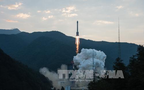 Tên lửa Trường Chinh-3B mang theo vệ tinh Bắc Đẩu rời bệ phóng năm 2015. Ảnh: THX/TTXVN