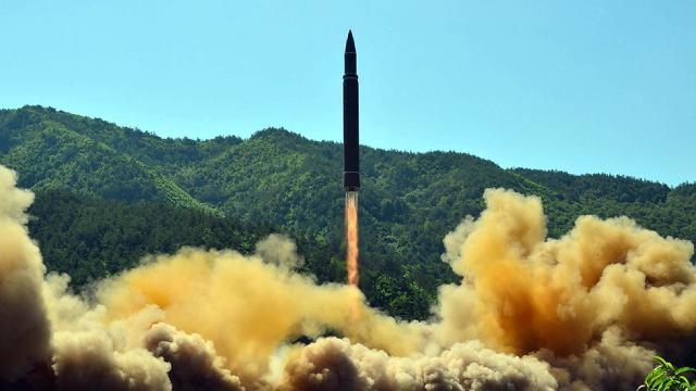 Một vụ phóng thử tên lửa của Triều Tiên. (Ảnh: KCNA/Reuters)