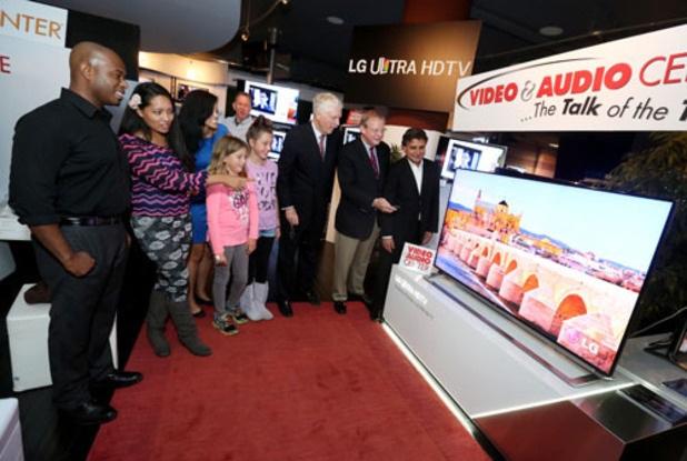 LG sẽ tặng miễn phí TV 43-inch, 49-inch cho người mua G6.