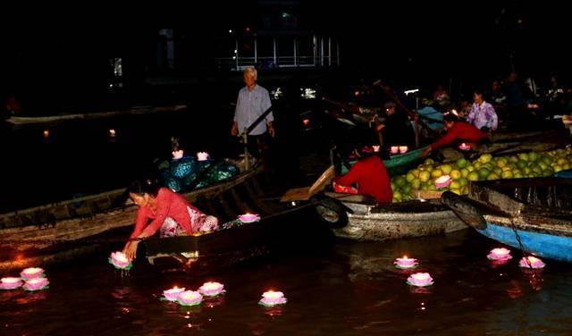 Tái hiện chợ nổi trên sông kết hợp biểu diễn nghệ thuật đờn ca tài tử