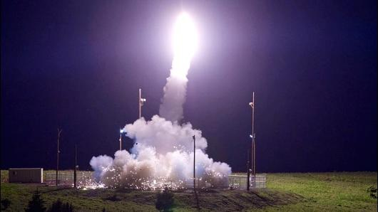 Hệ thống phòng thủ tên lửa tầm cao giai đoạn cuối THAAD. (Ảnh: CNBC)