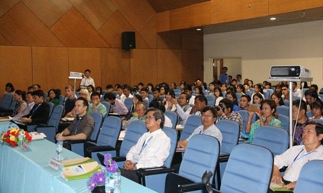 Các đại biểu, nhà khoa học cùng tham gia hội thảo