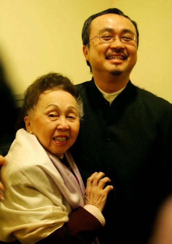 NSND Đặng Thái Sơn và người mẹ vĩ đại - NSND Thái Thị Liên. Ảnh: Đình Toán.