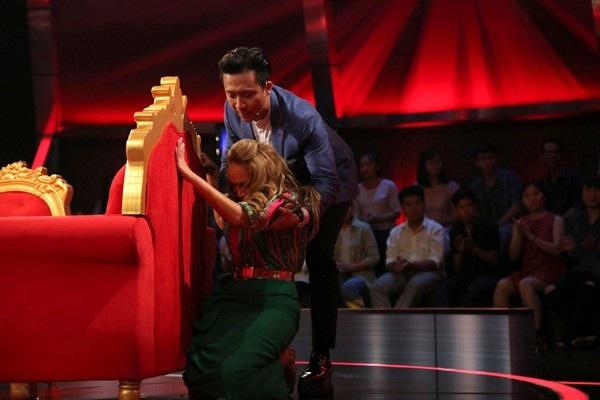 Ca sĩ Thanh Hà từng phải chạy ra trốn sau ghế khi bất ngờ trùng phùng mẹ ruột trên sóng truyền hình.