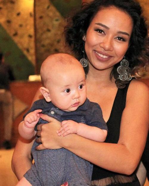 Thảo Trang hạnh phúc bên con trai