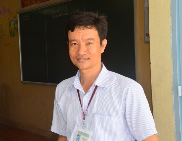 Thầy Hứa Hoàng Cung, giáo viên dạy môn Văn của trường THPT Đoàn Văn Tố.