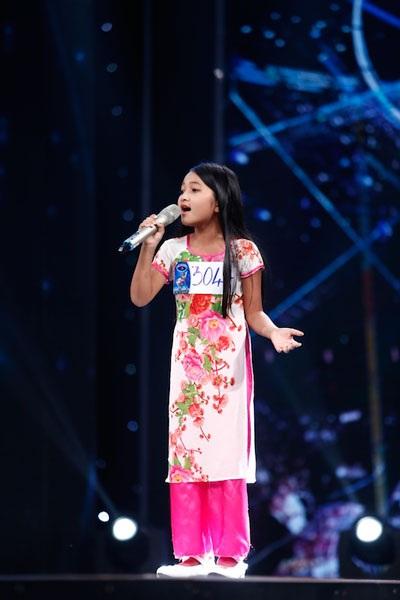 Cô bé Thu Uyên khiến giám khảo mê mẩn.