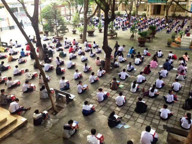 Năm 2016, Trường THCS Trần Quốc Toản, Phú Yên cũng tổ chức kiểm tra tập trung giữ sân trường