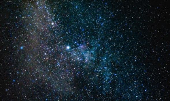 Cuộc sống trên Trái Đất khởi đầu từ một thiên hà xa xôi - 1