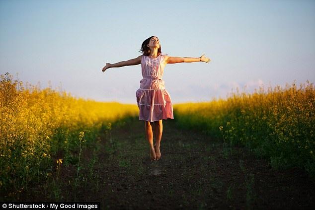 Các nhà khoa học trên khắp thế giới đã báo cáo về mối liên quan rõ rệt giữa dành thời gian ngoài trời với cải thiện cảm xúc.