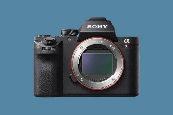 10. Máy ảnh Sony Alpha A7R III
