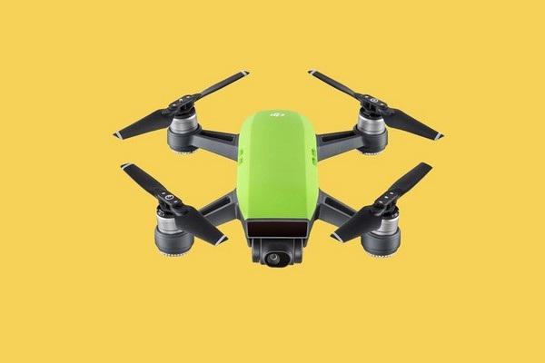 4. Máy bay không người lái DJI Spark