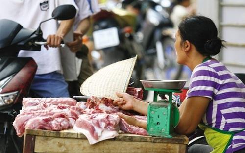Giá thịt lợn xuống thấp lịch sử khiến người chăn nuôi rơi vào khó khăn