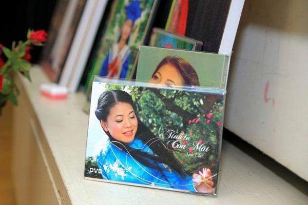 Nó cũng là nơi chị lưu giữ quá trình 20 ca năm ca hát của mình bằng nhiều bức ảnh đi cùng năm tháng.