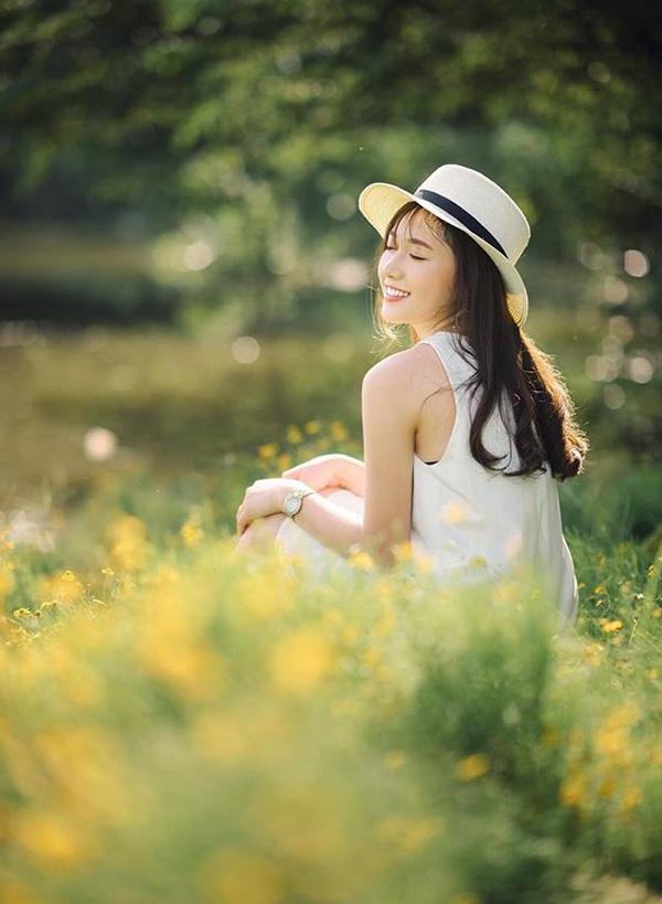 Các nhiếp ảnh Hà thành rất yêu thích nụ cười tươi tắn của nữ sinh ĐH Xây dựng.
