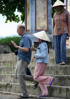 Cần mạnh tay, chấm dứt với nạn chèo kéo khách tại cố đô Huế