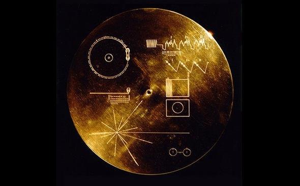 Chiếc đĩa bằng vàng: các sơ đồ mà NASA dùng để giải thích về Trái Đất.