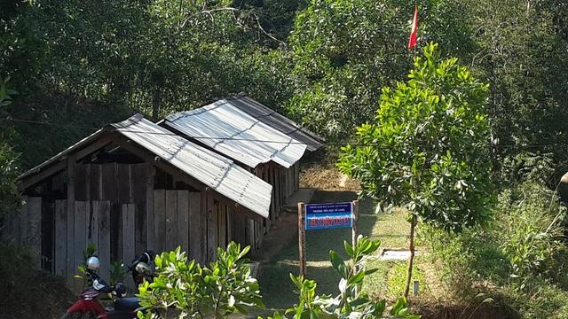 Điểm trường Khe Cái (trường tiểu học Vũ Chấn, huyện Võ Nhai, tỉnh Thái Nguyên) trước đây được thưng tạm bằng gỗm, mái lợp bờ rô xi măng, tạm bợ và nhếch nhác